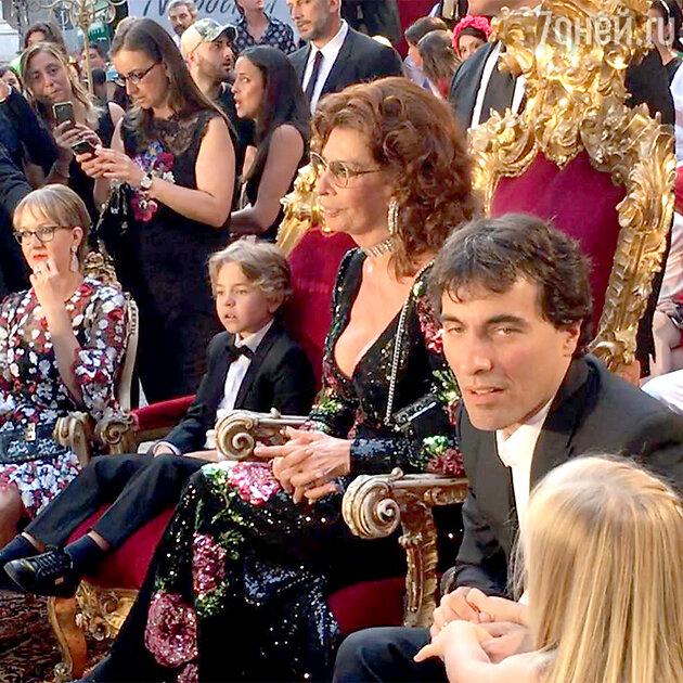Софи Лорен и ее сын на шоу Alta Moda