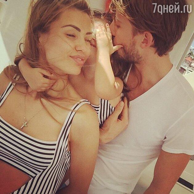 Виктория Боня с Алексом Смерфитем и дочкой Анджелиной Летицией