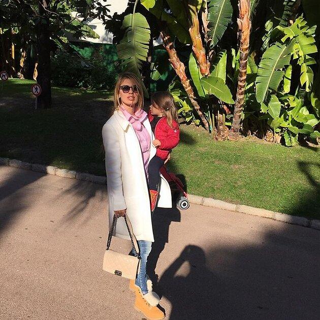Виктория Боня с дочкой Анджелиной Летицией