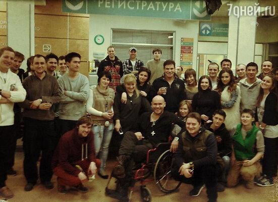 Максим Аверин со съемочной группой