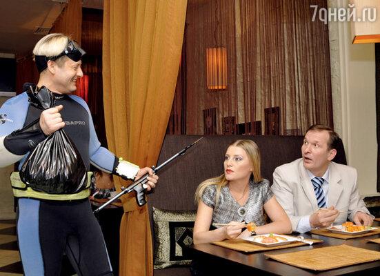 С Эдуардом Радзюкевичем и Федором Добронравовым в скетч-шоу «6 кадров»
