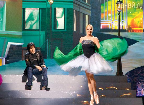 В номере Кая Метова Анастасия Волочкова танцует, а в своем сольном — поет