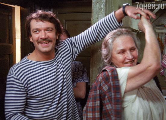 Владимир Машков и Нонна Мордюкова в фильме «Мама». 1999 год