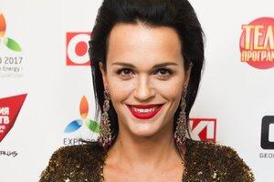 ВИДЕО: певица Слава посмеялась со сцены над возрастом мужа