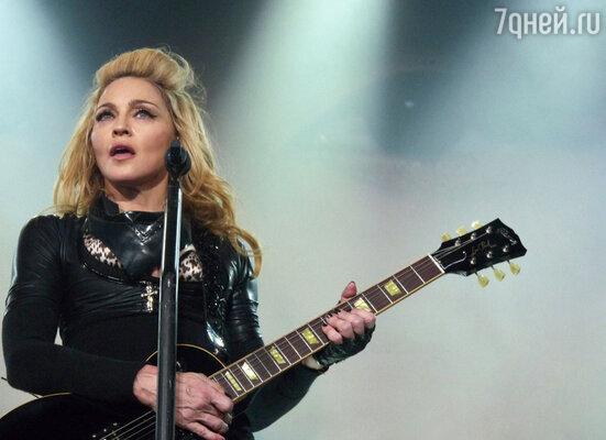 По мнению Виталия Милонова, российская виза, выданная Мадонне, не давала ей права получать гонорары за выступления