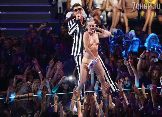 Провокационное выступление Майли Сайрус на MTV VMA 2013