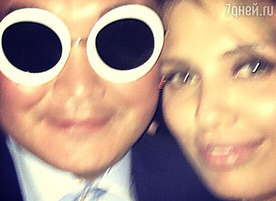 Виктория Боня выложила снимок в Instagram с мужчиной, изображавшим певца PSY