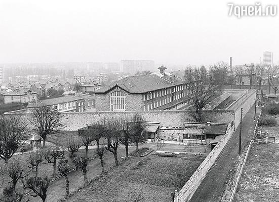 К 1943 году парижская тюрьма Френ, занятая гестапо, была печально известна необычайной жестокостью по отношению к заключенным