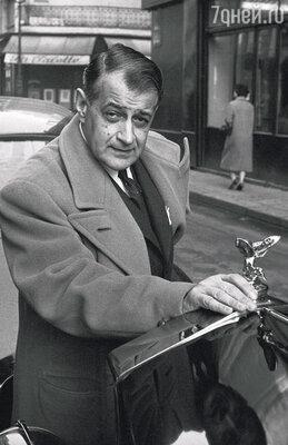 Когда гитарист Серж Полякофф услышал, как лихо и заразительно смуглая красавица Дина поет цыганские песни, он тотчас влюбился и предложил ей вместе выступать. Париж, 1958 год