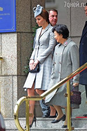 Кейт Миддлтон на церемонии встречи президента Сингапура