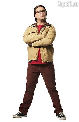 Джон Галеки играет Леонарда в комедийном сериале «Теория большого взрыва»