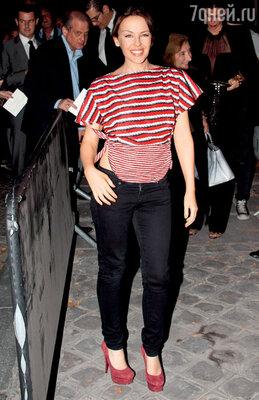 Без миниатюрной Кайли Миноуг, признанной иконой стиля, давно необходятся сезонные показы. «Yves Saint Laurent»