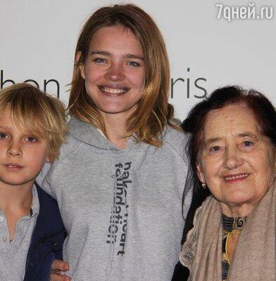 Наталья Водянова с сыном Лукасом и бабушкой Людмилой Гавриловной