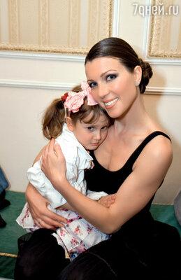 Супруга Трофимова Настя с дочкой Лизой