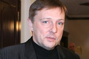 Алексей Нилов побрился налысо ради любимой