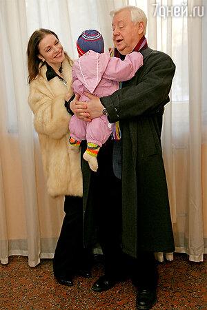 Олег Табаков и Марина Зудина  с дочкой Машей