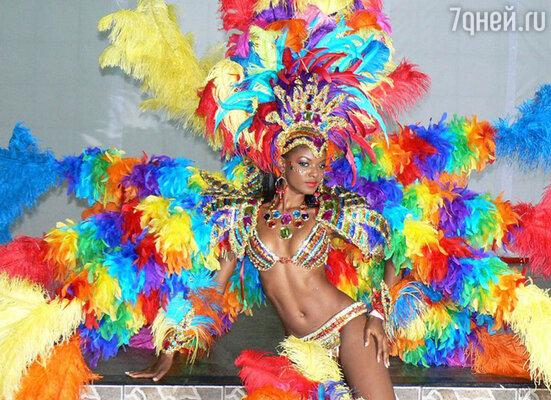 Перья. На мой взгляд,  они допустимы только на бразильских карнавалах или в балете «Лебединое озеро»