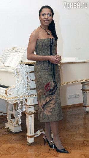 Елена Ханга
