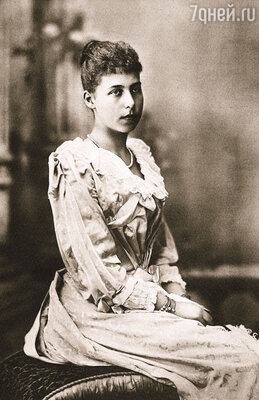 Мать считала Алису самой некрасивой изо всех своих дочерей и не особенно даровитой — в общем, серой мышкой. Принцесса Алиса, 1860-е