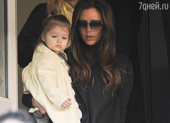 Виктория Бекхэм с дочерьюХарпер