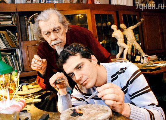 Мой отец Ремир Харитонов был ювелиром и медальером. Его работы представлены в Эрмитаже