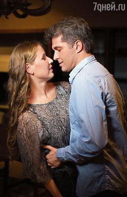 Света вспоминала: «Вдруг какой-то мужчина схватил за руку, притянул и страстно поцеловал в губы! Какая наглость, беспардонность!»