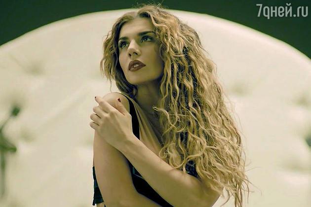 14 января состоялась премьера нового клипа Анны Седоковой «Сердце в бинтах»