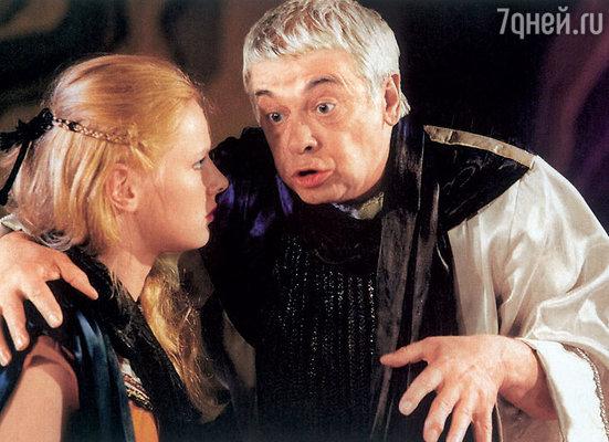 Александр Демьяненко со Светланой Соловьевой в спектакле «Антигона». 1997 г.