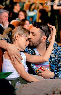 Отношения Акиньшиной и Шнурова были полны эмоций и драматизма