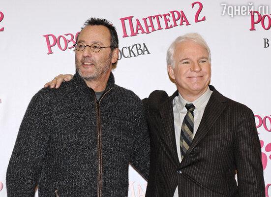 Актеры Жан Рено и Стив Мартин перед пресс-конференцией, посвященной премьере фильма «Розовая пантера-2»