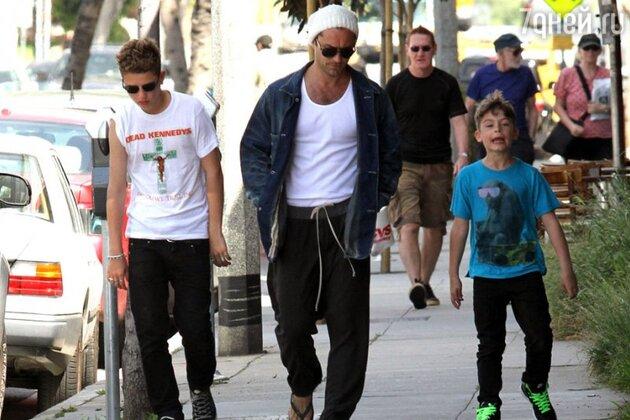 Джуд Лоу с сыновьями Рафферти и Руди
