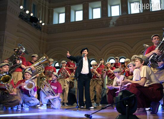Олег Меньшиков и духовой оркестр