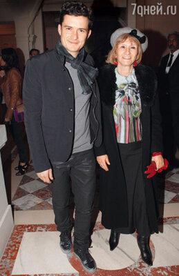 Орландо Блум посещал модные дефиле в компании мамы Сони