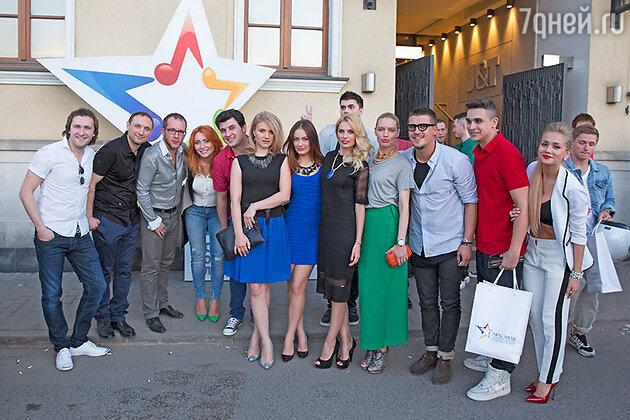 Группа «Фабрика» и участники конкурса «Пять звезд»