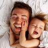 Только с папой можно целый день не вставать с кровати