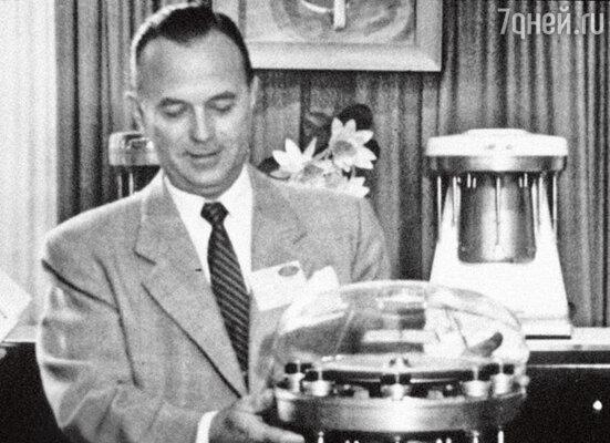 Рэй со своим мультимиксером. 1950 г.
