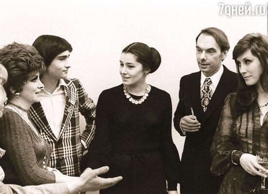 С Джиной Лоллобриджидой, ее сыном, Ириной Мирошниченко и Алексеем Баталовым на VIII Московском кинофестивале