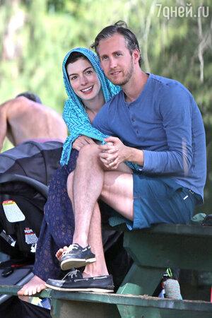 ��� ������� (Anne Hathaway) � ��������  ������ ��������� (Adam Shulman)  �� �������