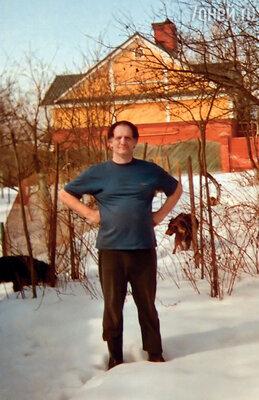 До встречи с Дусей я жил один, у меня было только несколько собак, которых я подобрал на улице и которые бесконечно мне преданны