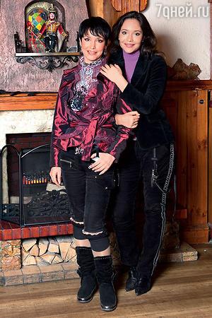 Анна Самохина с дочерью Сашей