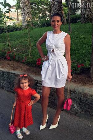 Жасмин с дочкой Магаритой