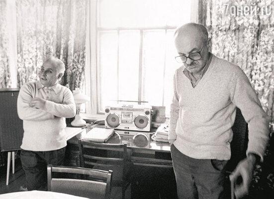 Стихи к романсу написал Булат Окуджава, а музыку — Исаак Шварц