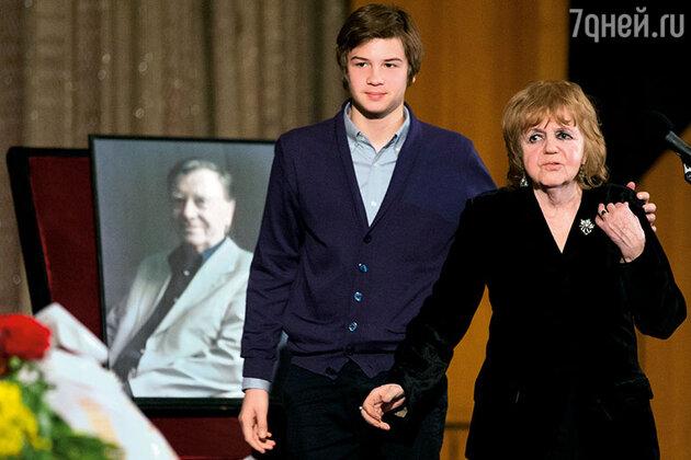 Александра Ляпидевская с внуком