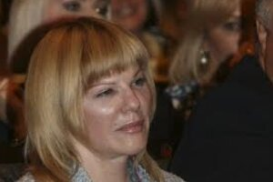 Александра Захарова обустроила на даче столовую для белки