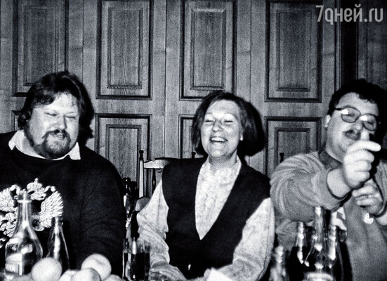 Признаюсь как на духу: Светку, жену свою третью (на фото в центре), поколачивал.  А что делать, когда другие аргументы не работают вообще?