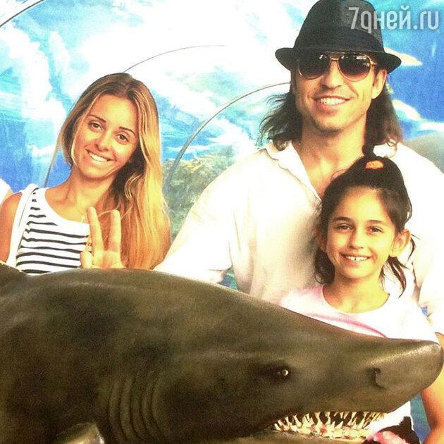 Александр Ревва с женой и дочерью