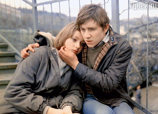 С первым мужем Вячеславом Барановым (кадр из фильма «Клетка для канареек»). 1983 г.