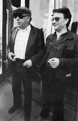 «Тандем Папанова и Миронова после выхода «Бриллиантовой руки» стал настолько популярным, что они стали давать совместные концерты. Андрей оказался предприимчивым, он даже завел концертного администратора. При этом в жизни Миронов и Папанов друзьями никогда не были»