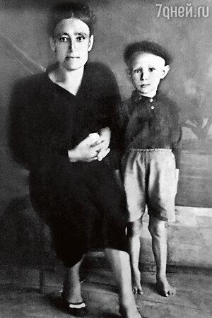 Александр Михайлов с мамой Степанидой Наумовной
