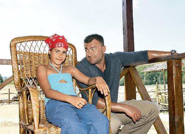 С дочерью от первого брака Варей во время съемок фильма «День Д». 2007 г.